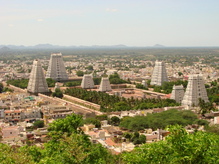 View_over_Arunchaleshvara_Temple_from_the_Red_Mountain_-_Tiruvannamalai_-_India_01.JPG